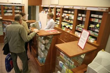 Ketinama stabdyti licencijas keturioms vaistinėms, taikiusioms per didelius antkainius