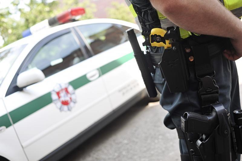 Telšiuose moteris įtariama peiliu sužalojusi kaimyną