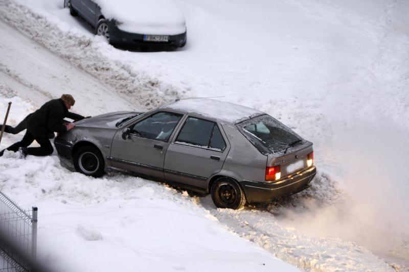 Lenktynininko patarimai vairuojantiems žiemą