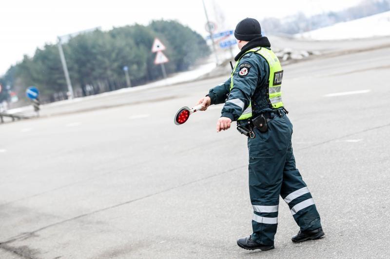 Tadžikas Kauno policininkams bruko 1000 rublių kyšį
