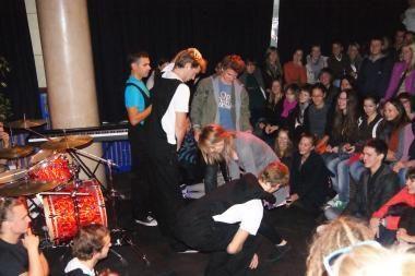 """""""Fluxus ministerijoje"""" improvizacijų šou pakerėjo publiką"""