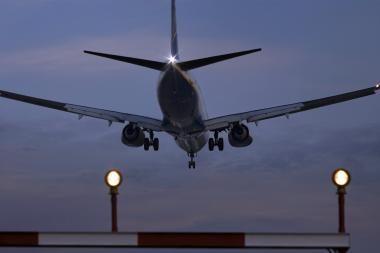 Britanijoje spalį aptikta bomba turėjo sprogti lėktuve virš JAV pakrantės