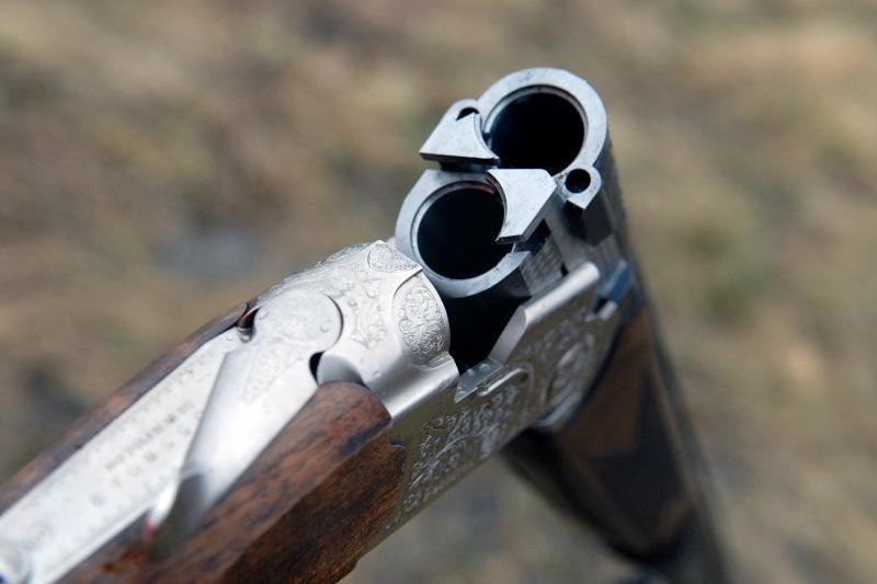 Jaunuoliai stadione šaudė iš medžioklinio šautuvo