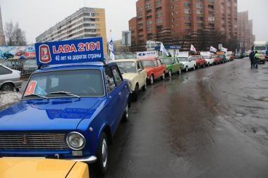 """Rusai brangina """"kapeikas"""", o Katare pūna super automobiliai"""