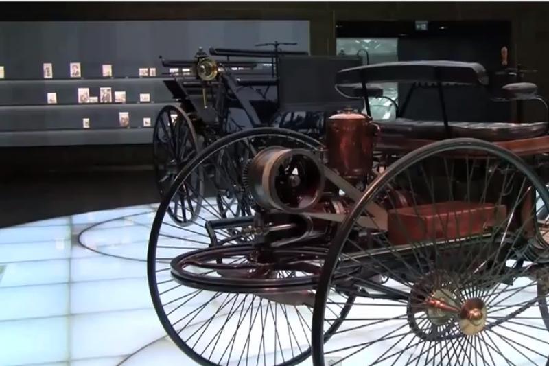 Kokiu greičiu važiavo pirmasis automobilis pasaulyje?