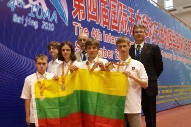 Iš Pekino Lietuvos mokiniai sugrįžta su visų spalvų medaliais