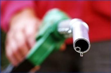 Panaikinus lengvatą litras benzino gali brangti 9 centais, dyzelino – 6