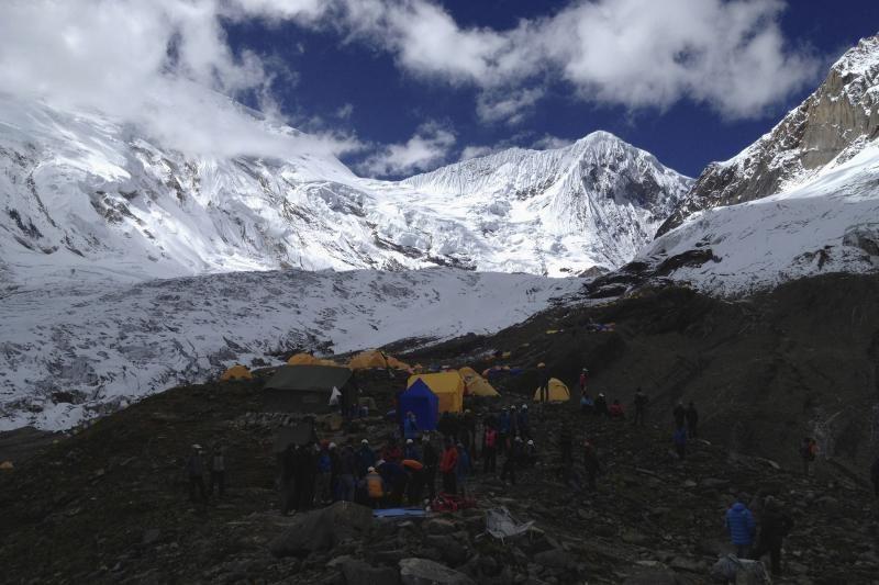 Nepale per sniego griūtį žuvo devyni alpinistai, dar septyni dingo