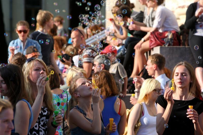 Pirmadienį Klaipėdos Atgimimo aikštėje vėl šėls muilo burbulų pūtikai