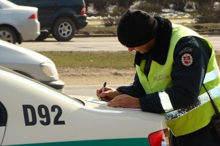 Savaitgalį įkliuvo 114 neblaivių vairuotojų