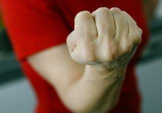 Nuo smurto kenčiančios moterys pagalbos sulauks paskambinusios 112