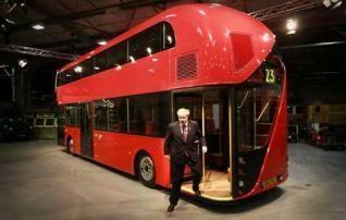 Londono meras pristatė naujo dizaino dviaukštį autobusą