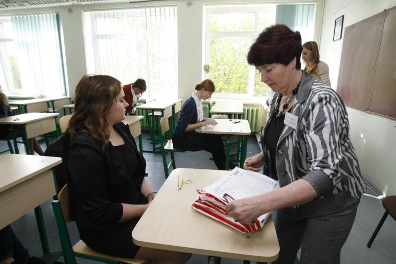 Šiemet brandos egzaminų vertintojų bus mažiau