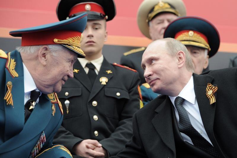 V.Putinas stebėjo Rusijos karinės galios demonstravimą