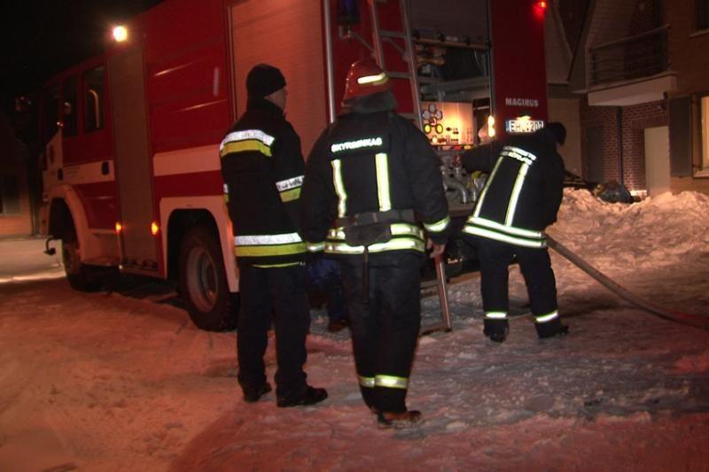 Vilniuje degė medinio namo        palėpė