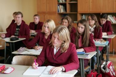 Tyrimas: mergaitės ypač lenkia berniukus per lietuvių kalbos pamokas