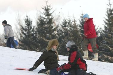 Rūstus šaltis kiek atlėgs, ketvirtadienį privers sniego (papildyta)