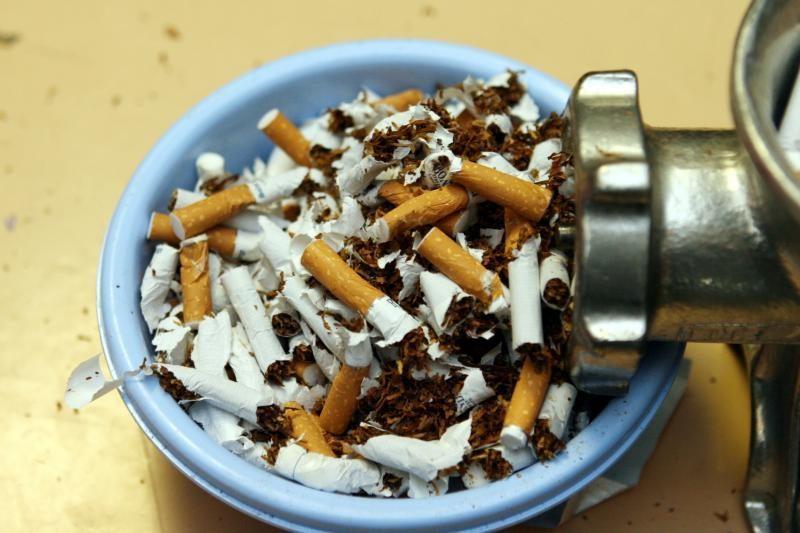 Įkliuvo kontrabandinių cigarečių prikimštas mikroautobusas