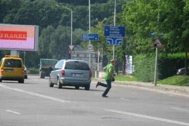 Policija stebės vairuotojų ir pėsčiųjų elgesį