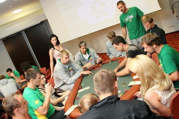 Dėl pinigų žaidžiamą pokerį siūloma apmokestinti