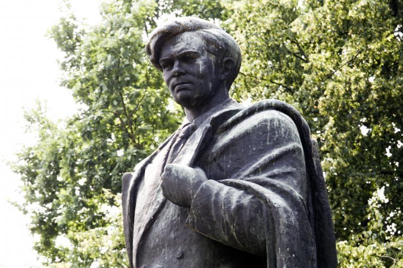 P.Cvirkos paminklą Vilniuje