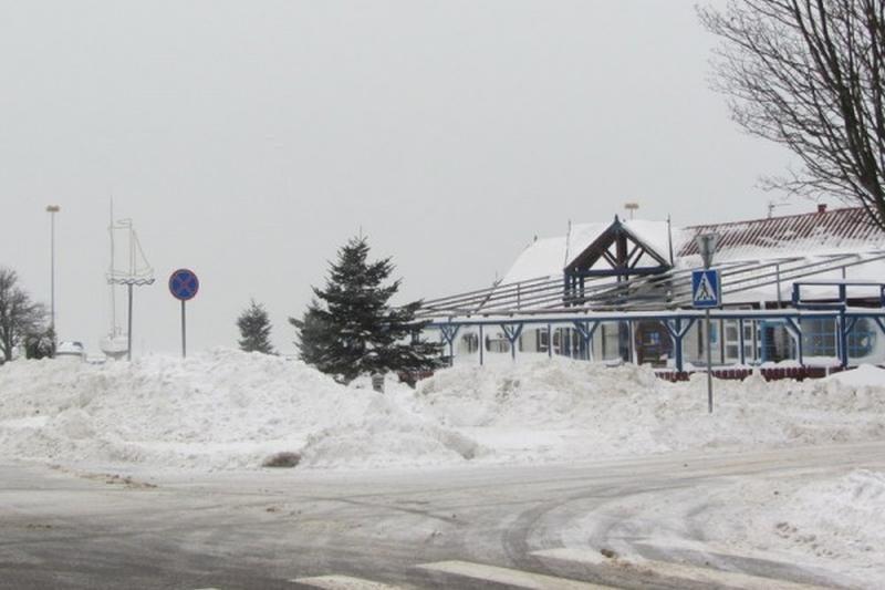 Neringos gyventojai raginami padėti valyti kiemus nuo sniego