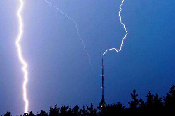 Trečiadienį Lietuvoje turėtų griaudėti ir žaibuoti