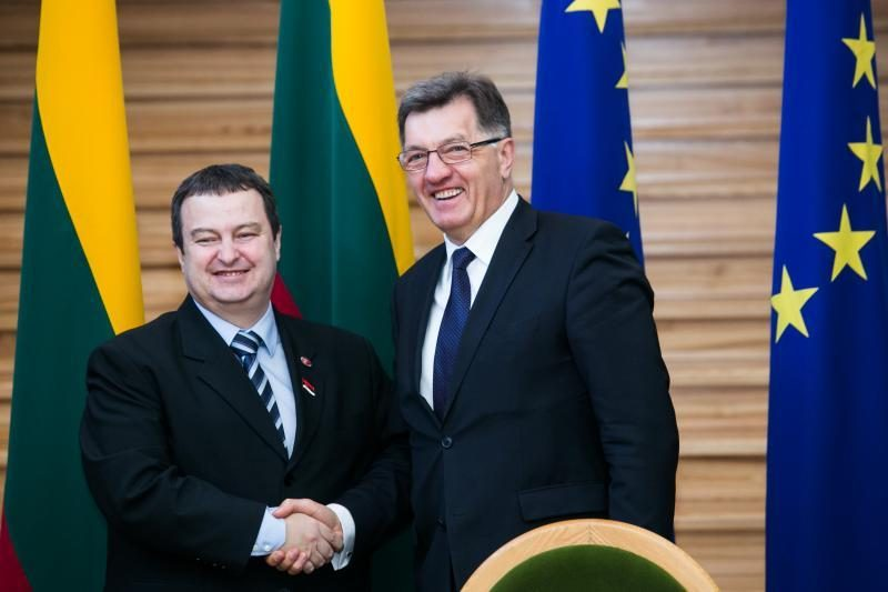 A. Butkevičius mato lūžį įtemptuose Lietuvos ir Serbijos santykiuose