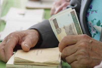 Didžiausi mokesčiai - dirbantiems pagal darbo sutartis ir individualių įmonių savininkams