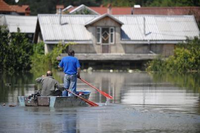 Baltijos šalys sprendžia, ar siųsti gelbėtojus į potvynio nusiaubtą Moldovą