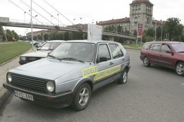 Apleistas automobilis Karaliaus Mindaugo prospekte