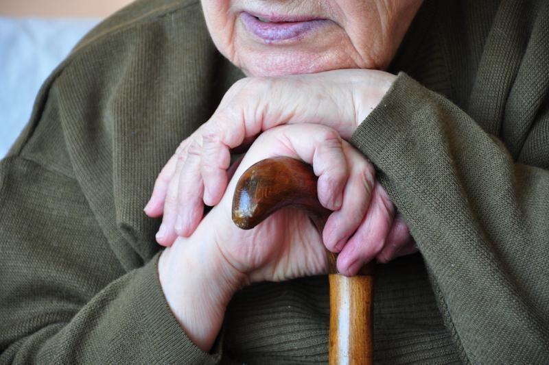 Globos namuose mirusios moters artimieji darbuotojus kaltina aplaidumu