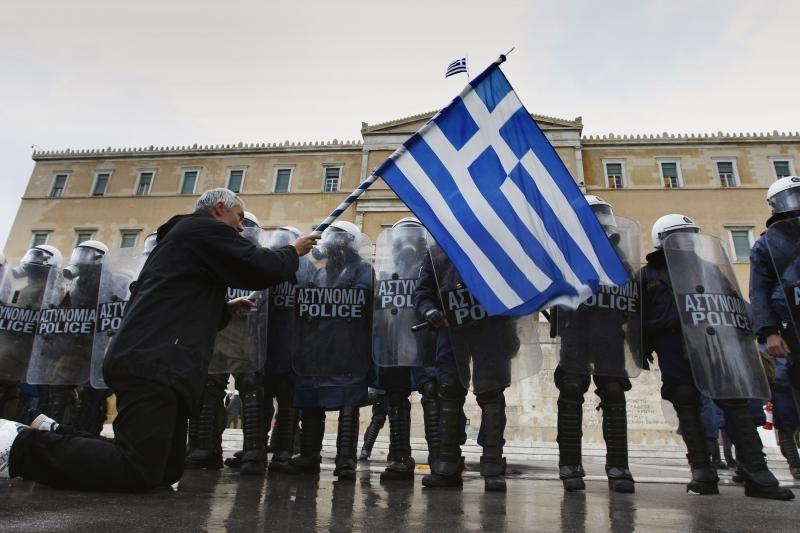 Graikijoje prasidėjo parą truksiantis visuotinis streikas