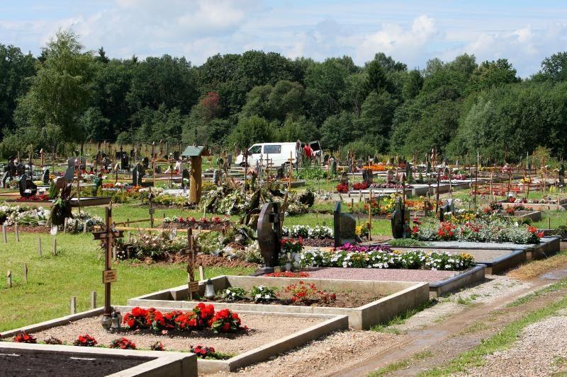 Vyriausybė nereglamentuos paminklų dydžio kapinėse