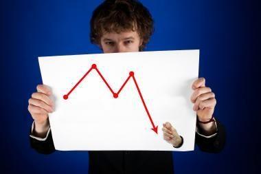 Mažos palūkanos skatina investuoti, o ne taupyti