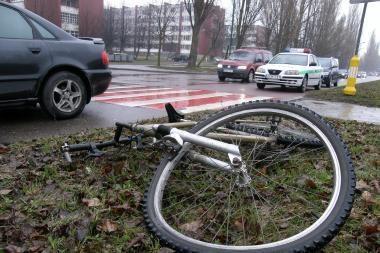 Pėsčiųjų perėjoje partrenktas dviratininkas