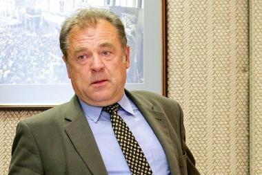 Parlamentaras J.Veselka nubaustas už stovėjimą neįgaliųjų vietoje