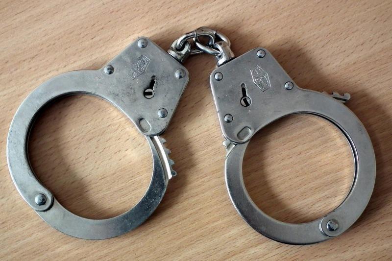 Įtariamasis sugyventinės nužudymu sulaikytas daugiabučio rūsyje