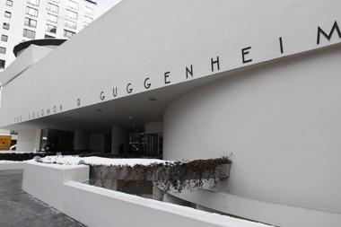 Guggenheimas kovoja su sunkmečiu