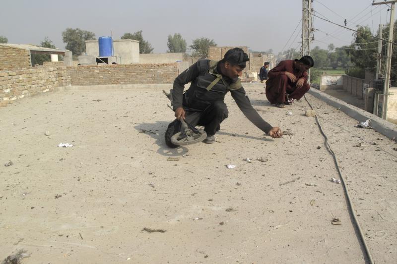 Pakistane per sprogimą prie religinės procesijos žuvo septyni žmonės