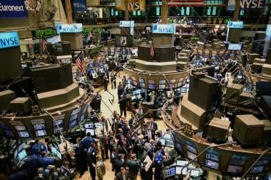 Akcijų prekybą lydi pesimizmas