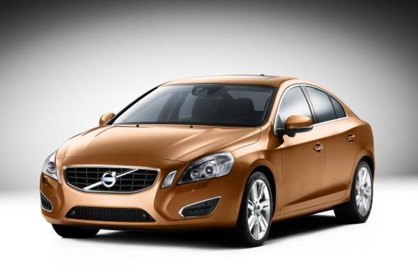 """""""Volvo S60"""" – naujos saugumo galimybės"""