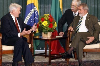 V.Adamkus: greitai lietuviai į Braziliją keliaus be vizų