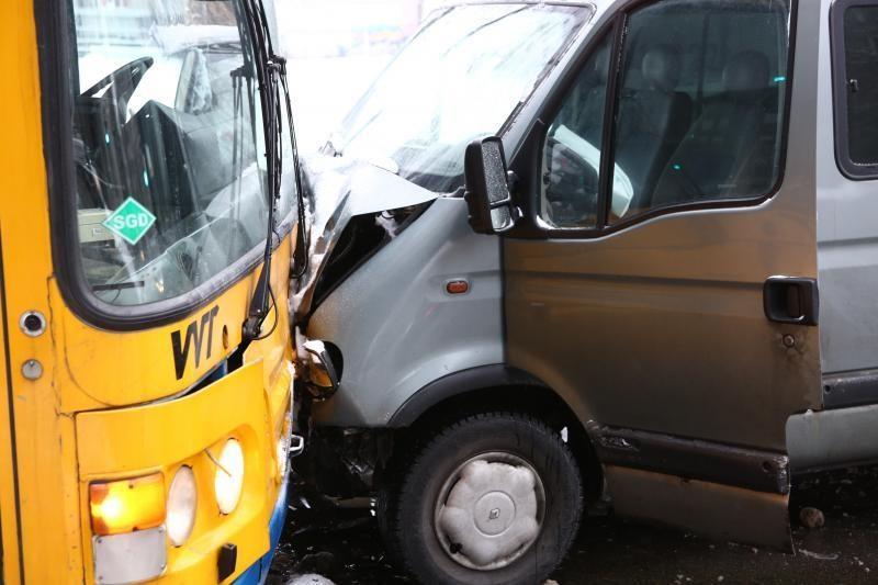Judrioje gatvėje Vilniuje susidūrė trys automobiliai