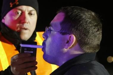 Kalifornijos policija pamalonino vairuotojus