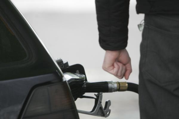 D.Britanijos degalų vežėjams pagrasinus streiku, kilo panika