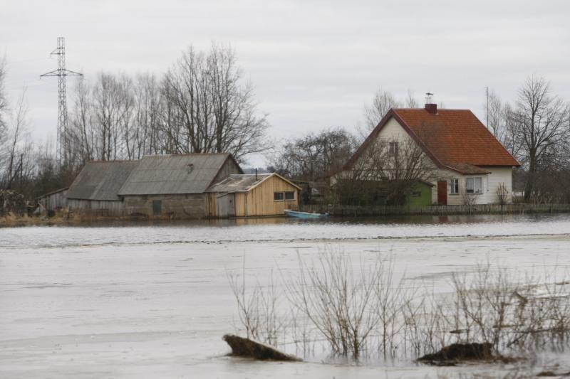 Lietuvoje potvynis vietomis semia namus