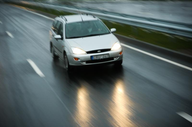 Naktį eismo sąlygas šalyje sunkins plikledis