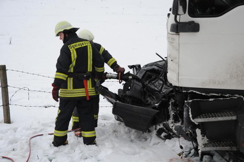Per savaitę keliuose žuvo trys žmonės