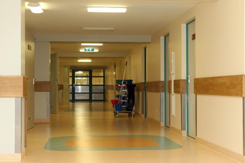 Šakių ligoninėje mirė vyras su pragulomis